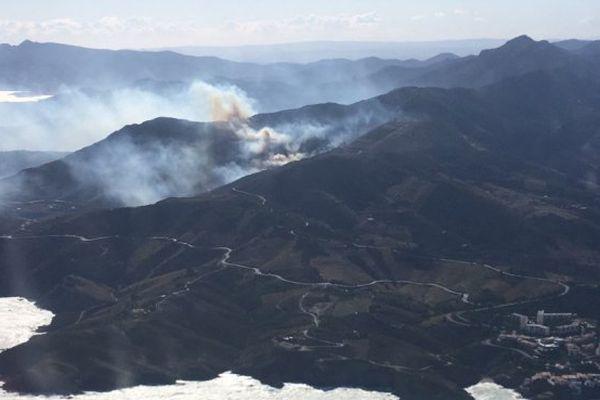 Un important incendie s'est déclaré ce lundi en fin de matinée au lieu-dit Les Gallines, dans les Pyrénées-Orientales - 6 novembre 2017