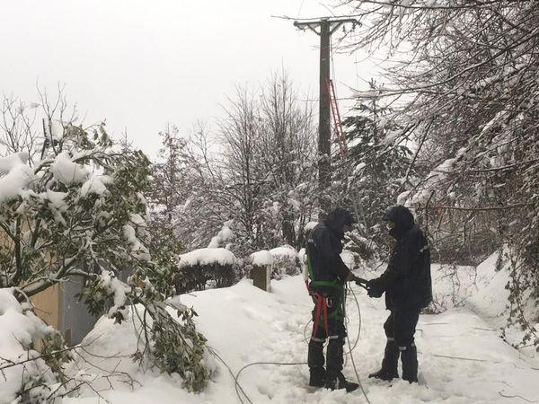 Réparation d'une ligne 20000 volts à Saint-Laurent-de-Cerdans, le 21 janvier.