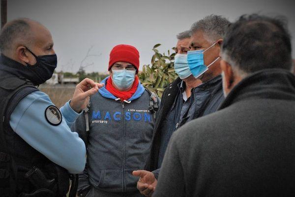 Les gendarmes en pourparler avec le père Juan lundi après-midi