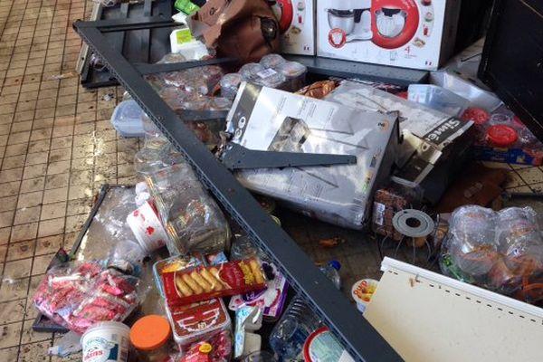 Des gros dégâts à l'Intermarché d'Angoulême après l'orage.