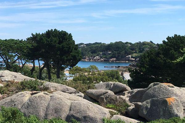 Le granit, la mer, des éléments qui inspirent Patrick Poivre d'Arvor