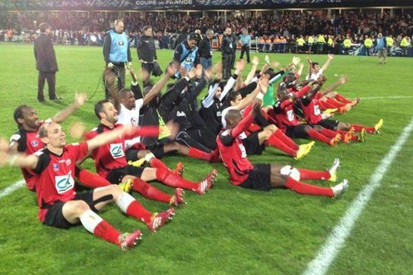 Moments de liesse pour les joueurs de l'EAG après leur victoire contre Rennes pendant la Coupe de France