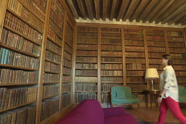 Plus de 20 000 ouvrages sont conservés dans les bibliothèques du château.