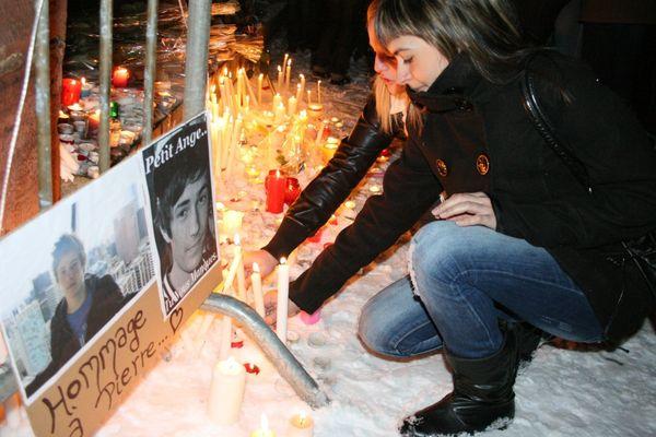 2 décembre 2010 : A Belfort, les amis de Pierre Nasica se recueillent spontanément sur les lieux du drame