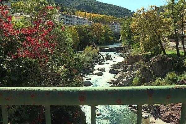 Le Tech traverse Amélie-les-Bains dans les Pyrénées-Orientales.