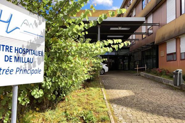 L'entrée de l'hôpital de Millau (Aveyron).
