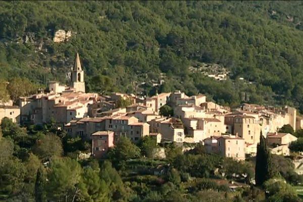 Vue du village de Bargemon, dans le Var.