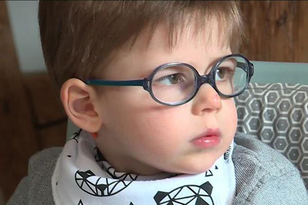 Axel Puviland, handicapé moteur cérébral, aujourd'hui âgé de 4 ans.