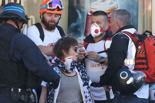 "Des membres des ""street medics"" ont été interpelés samedi 23 mars à Nice, secteur Garibaldi."