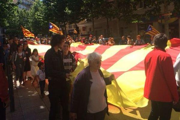 Première grande manifestation à Perpignan, mi juin, contre l'oubli du Pays catalan dans le nouveau nom de la région
