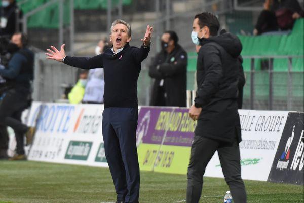 Claude Puel, l'entraîneur de l'AS Saint-Etienne, a-t-il fait une erreur tactique lors de la 7ème journée de championnat de Ligue 1 ? L'ASSE perd 1-3 face à l'OGC Nice, le 18 octobre 2020.
