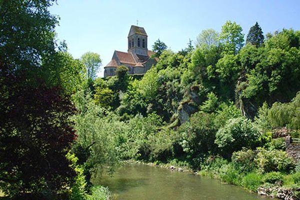 L'église romane de Saint Céneri-le-Gérei dans l'Orne