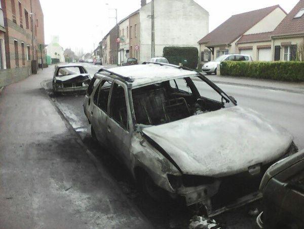 Au petit matin ne restaient plus que les carcasses des voitures.