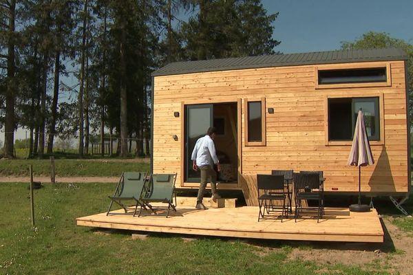 """Cette année le centre équestre situé dans le village du Breuil, dans l'Allier, a ajouté une tiny house via la plateforme """"Agrivillage""""."""