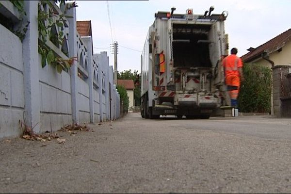 Chacun paie selon la quantité de déchets jetés à la poubelle : C'est la règle à Baume-les-Dames, dans le Doubs, depuis 2005.