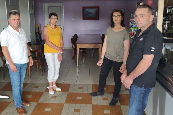 Mis en examen pour violence aggravée lors d'une tentative de cambriolage, un buraliste de Montrevel (Isère) et son épouse jettent l'éponge.