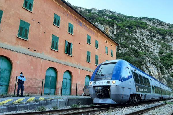 Arrivée en gare de Fontan ce lundi 3 mai.
