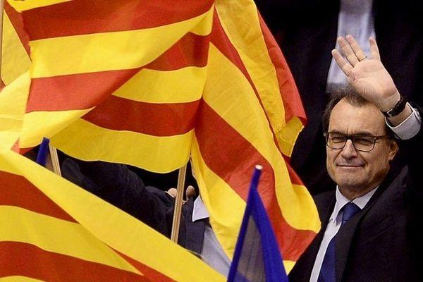 Le président de la Catalogne du sud Artur Mas, estime que ces résultats conforte la tenue d'un référendum sur l'autodétermination.