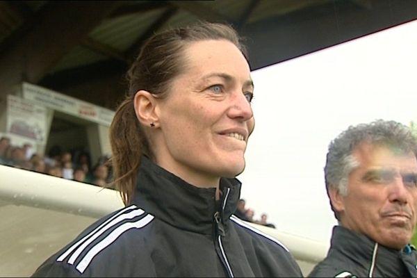 Corinne Diacre est la première femme à avoir obtenu le DEPF (diplôme d'entraîneur professionnel de football) par la voie classique.