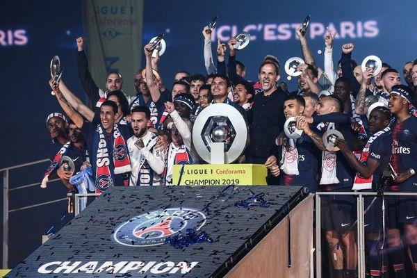 L'équipe du Paris Saint-Germain fête son huitième titre de Champion de France au Parc des Princes, le 18 mai 2019.