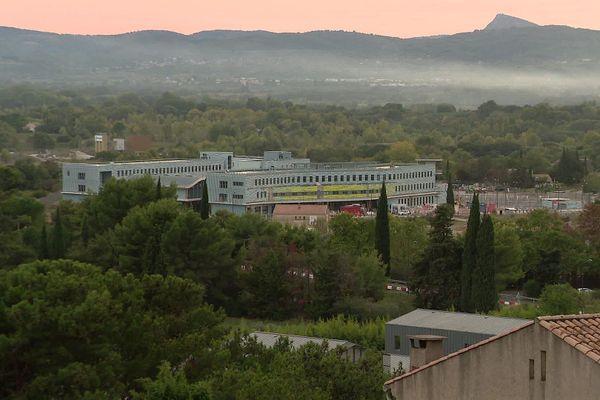 Ouvert en septembre 2020, le lycée Simone Veil subit la pollution olfactive au même titre que les habitants de Gignac.