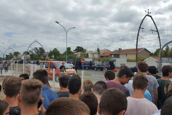 Des dizaines de gendarmes déployés le 5 septembre après un appel indiquant l'incursion de trois terroristes au lycée de la mer de Gujan-Mestras