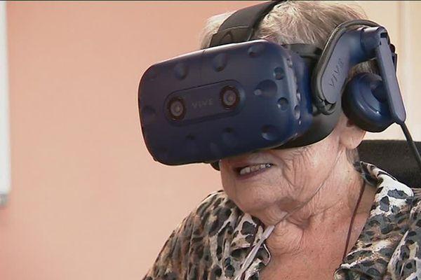 Munies d'un casque, les personnes âgées peuvent parcourir les plus beaux sentiers des Pyrénées-Orientales grâce aux vidéos immersives de Julien et Clément - 5 novembre 2019