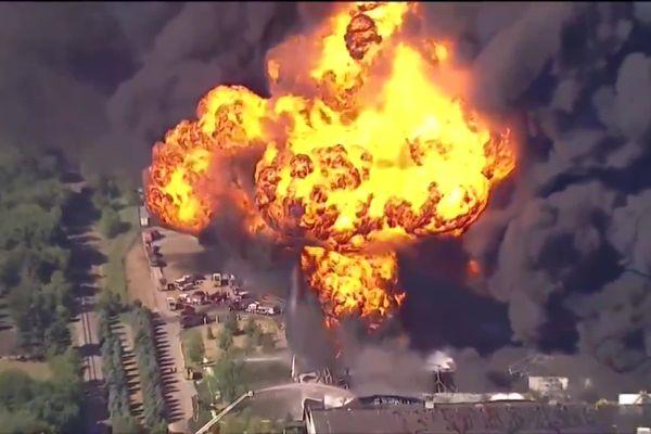 L'explosion à l'usine de lubrifiants Lubrizol de Rockton près de Chicago le 14 juin