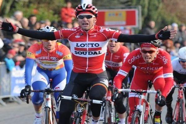 Le Français Tony Gallopin a remporté l'avant-dernière étape, dans le mur de Laudun (Gard)