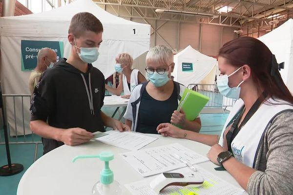 Au lycée Lumière de Luxeuil-les-Bains, la vaccination vient pour la première fois aux élèves, en Franche-Comté