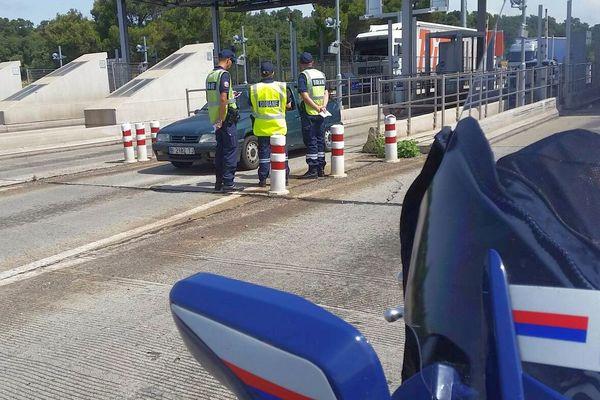 Perthus (Pyrénées-Orientales) - opération information des douanes à destination des touristes qui reviennent d'Espagne - juillet 2017.