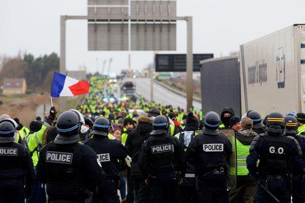 Manifestation de Gilets Jaunes samedi sur la rocade portuaire de Calais.