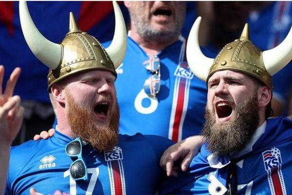 Des supporters islandais, le 22 juin 2016, lors de la victoire de l'Islande contre l'Autriche à Saint-Denis (Seine-Saint-Denis).