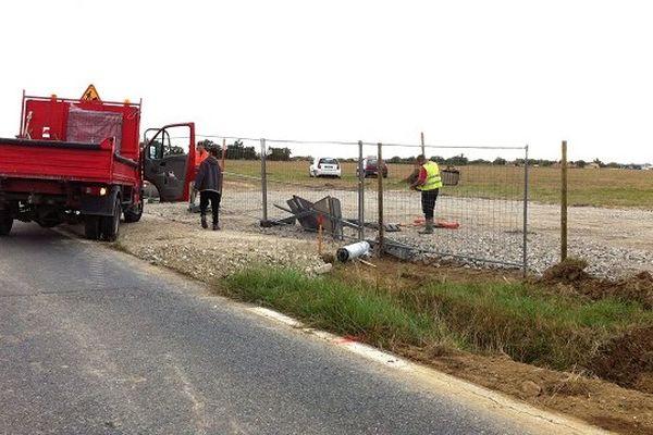 """L'arrivée des premiers camions sur le site du projet """"Val Tolosa"""" indigne les opposants à la construction du centre commercial"""