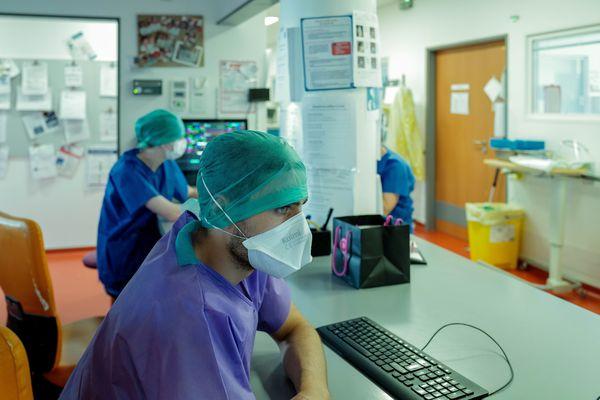 Service d'Anesthésie-Réanimation du CHRU de Nancy pendant la crise sanitaire due au Covid-19.