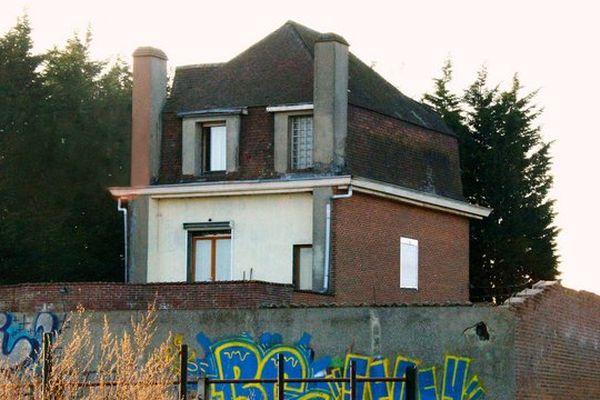La maison hantée d'Hempempont avant sa destruction.