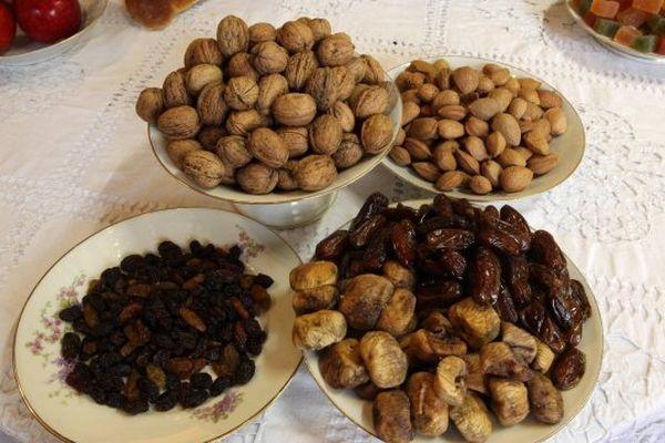Les fruits secs représentent des ordres religieux, on les appelle les mendiants.