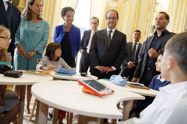Plusieurs entreprises, dont la société Unowhy basée en Saône-et-Loire, étaient invitées à l'Elysée pour fêter le 1er anniversaire des 34 plans industriels de la France le 9 septembre 2014.