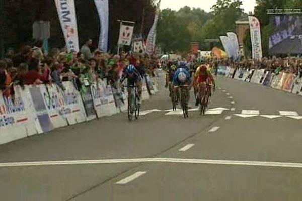 Le Norvégien Kristoffer Halvorsen a créé la surprise en remportant le sprint final à Isbergues.