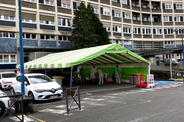 Dépistage le 19 avril 2020 au Centre Hospitalier de Tulle, l'un des premiers foyers de l'épidémie en Corrèze