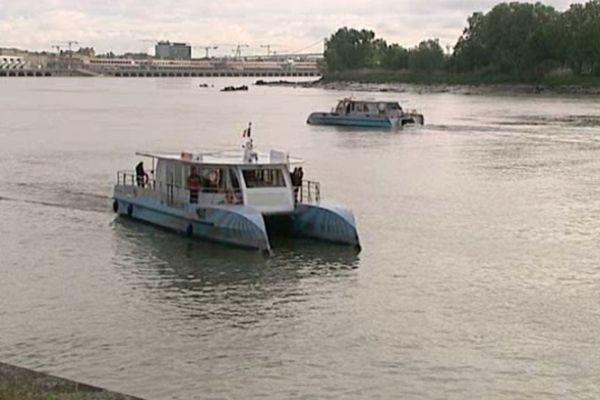C'est une de ces navettes qui a pu secourir l'homme qui s'était jeté dans la Garonne.