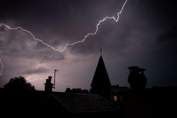 Neuf départements d'Auvergne-Rhône-Alpes sont concernés par une alerte orange aux orages mercredi 1er juillet.