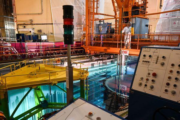 Un employé à l'intérieur de la centrale nucléaire de Saint-Paul-Trois-Chateaux - Photo d'illustration