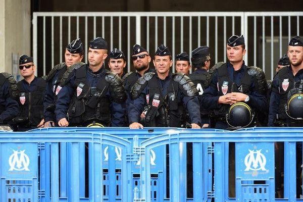 Les forces de l'ordre devant le stade lors du match contre Angers en septembre dernier.