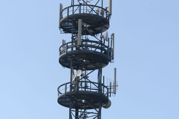 Antennes-relais pour les réseaux de téléphonie mobile