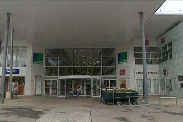 Le centre commercial de Corgnac a été le théâtre d'une violente agression au couteau le 25 juillet