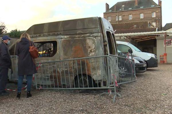 Deux camionnettes des Restos du Cœur ont été incendiées dans la nuit du 29 au 30 septembre 2021.