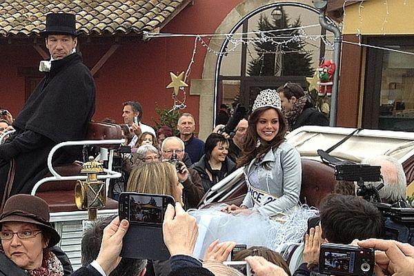 Miss France 2013 a défilé en calèche dans les rues de Charnay-lès-Mâcon