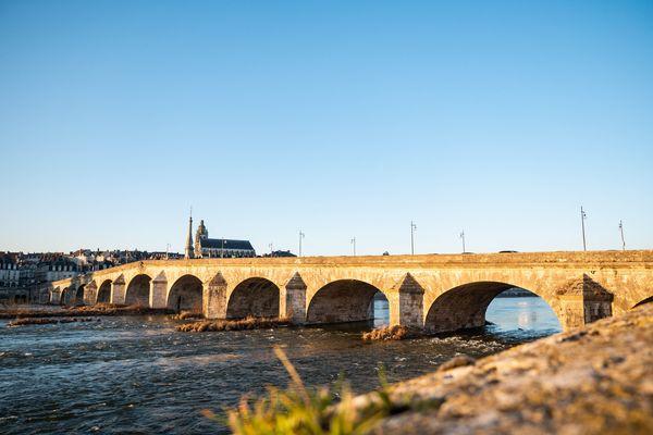 A Blois, Pont Jacques-Gabriel au coeur de la zone classée au patrimoine mondial de l'Unesco.