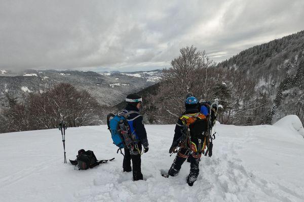 Des gendarmes du peloton de haute montage ont repris les recherches lundi 18 janvier et découvert le corps du skieur dans le massif du Hohneck.